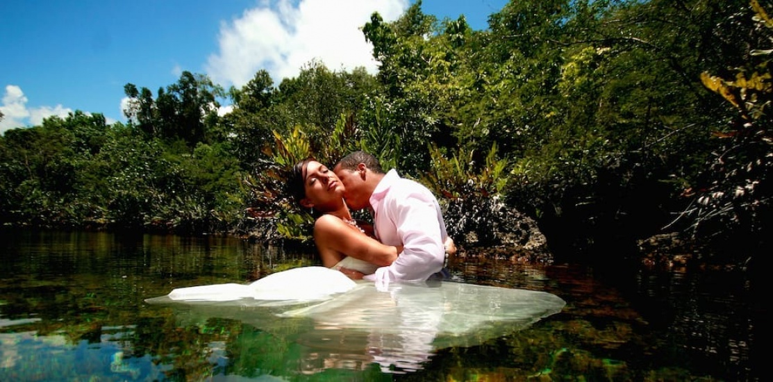 Floating the dress  - Wedding Photography in Jamaica
