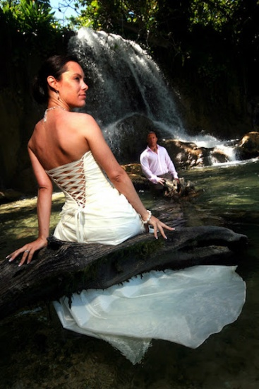 Trash the dress- Wedding photography in Jamaica