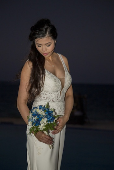 The bride and bouquet - Wedding photography in Jamaica